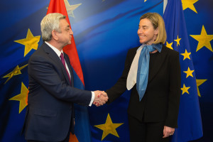 Handshake between Serge Sargsyan, on the left, and Federica Mogherini